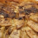 Tarta húmeda de manzana y natillas [Cocinando con… Sandra Quintana]