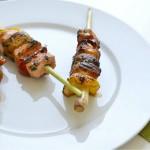 Brochetas de lemon grass con salmón y champiñones con salsa al estragón. Yo soy la letra…