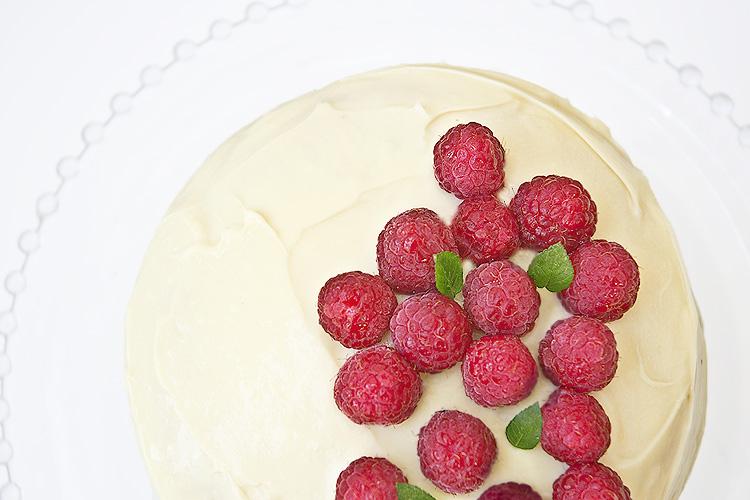 tarta-de-ganache-de-chocolate-blanco-y-frambuesas