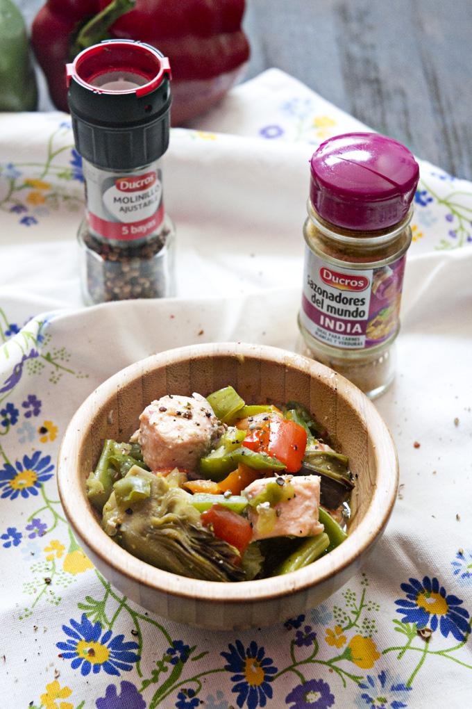 Salmón con verduras especiadas