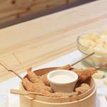 Langostinos crujientes con salsa de parmesano (Restaurante Claxon) – receta en vídeo