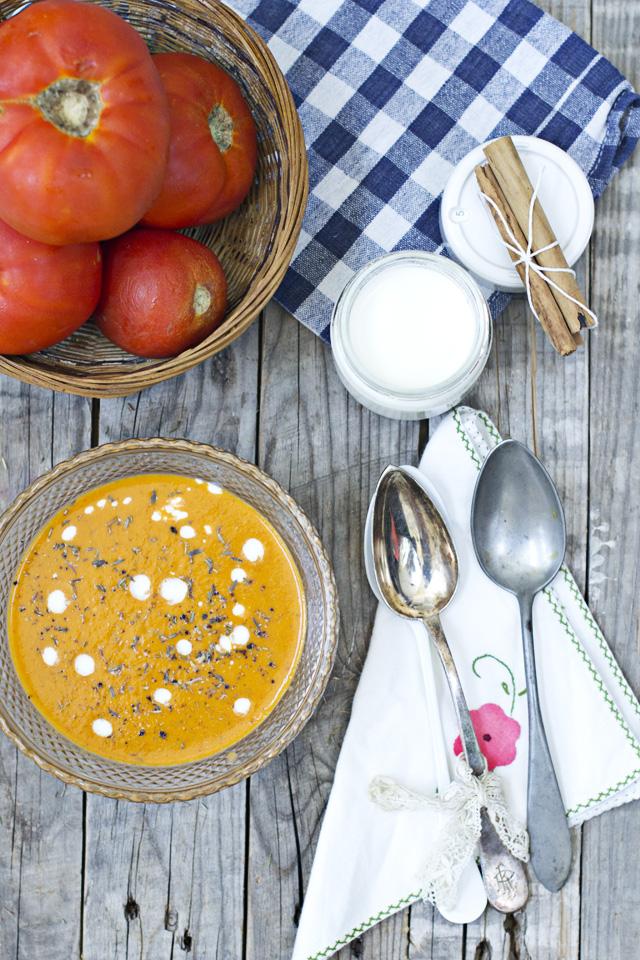 sopa de yogur y tomate