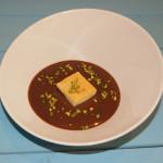 Blondie con sopa fría de chocolate con leche