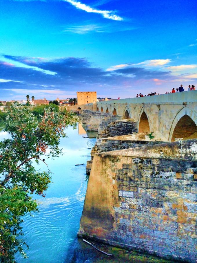 Atardecer en el puente romano de Córdoba