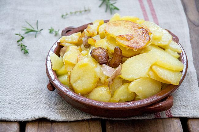 receta de patatas al montón o papas a lo pobre