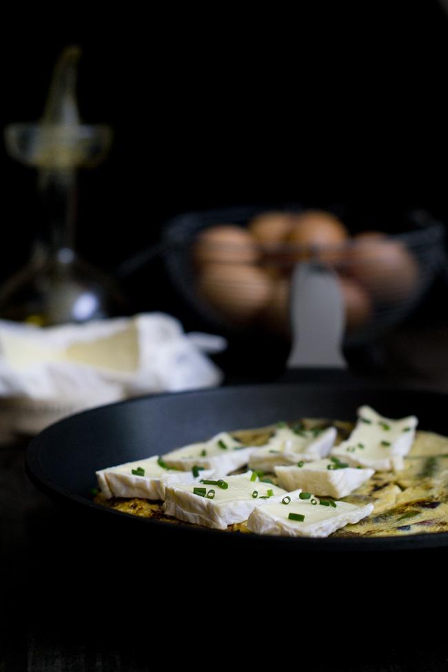 receta de frittata de esparragos y camembert