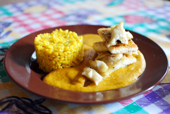 merluza al curry con arroz perfumado