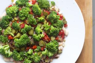 ensalada de alubias y brócoli