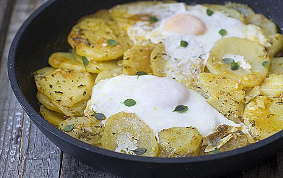 Cocinar Patatas A Lo Pobre | Patatas En Adobillo Con Huevo Al Estilo De Andujar