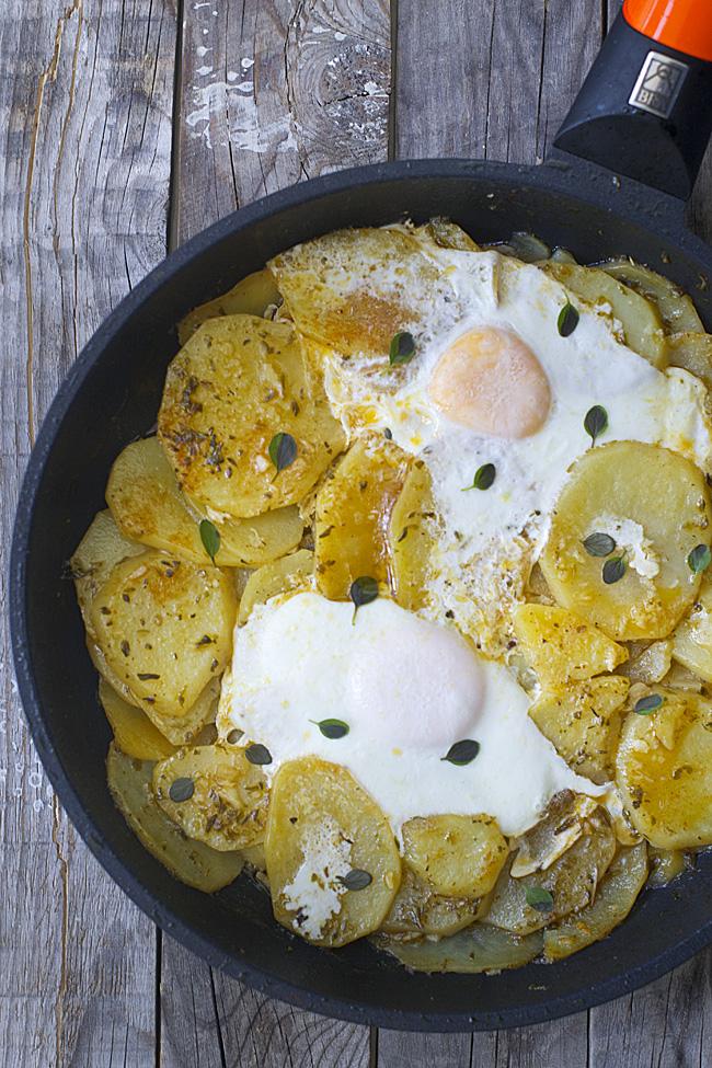 patatas en adobillo con huevo