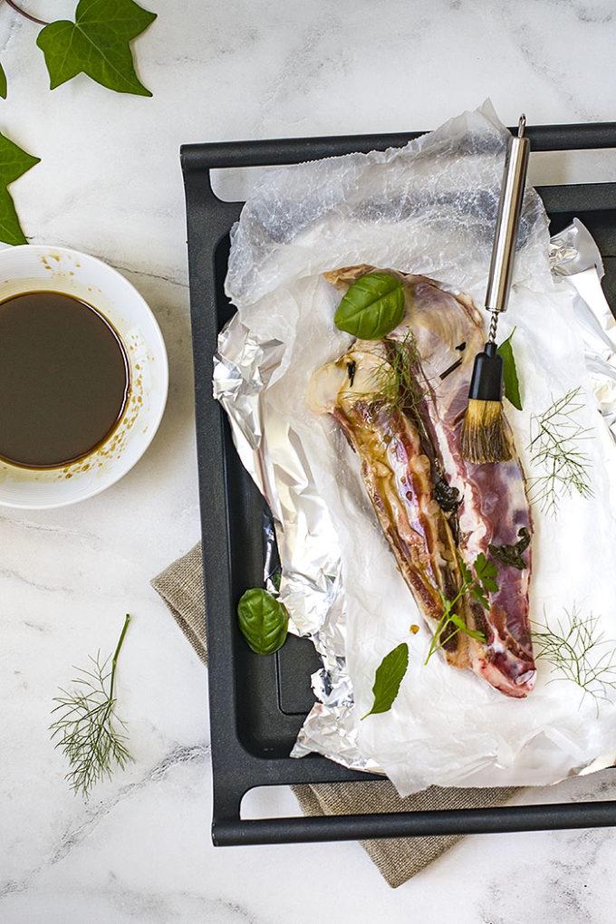 churrasco de cordero con té, soja y miel