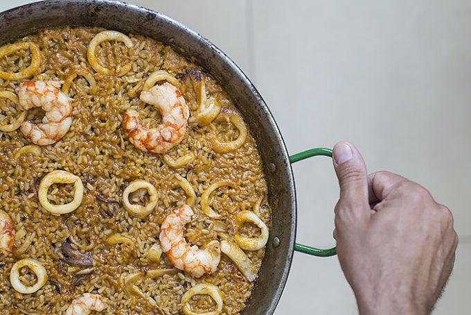 arroz con calamares y gambas fácil