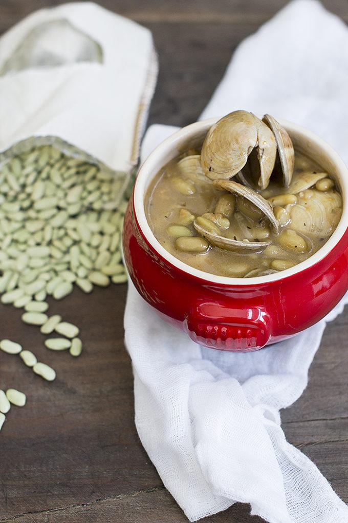 Alubias verdinas con almejas cocinando con catman for Como cocinar almejas
